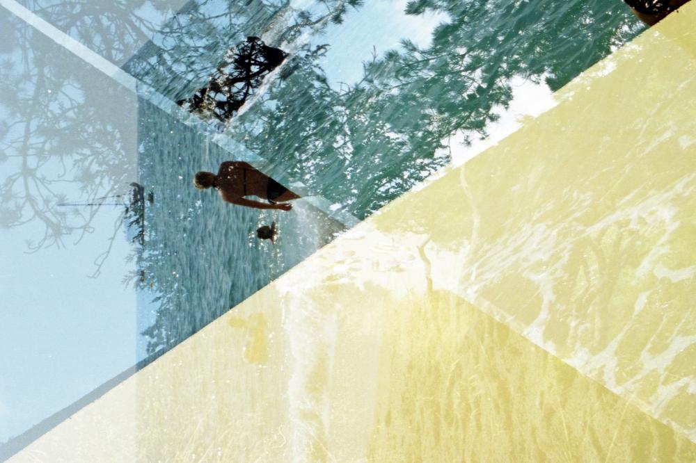 Fotografia formada per exposicions múltiples on l'horitzó no apareix mai horitzontal, una altra forma de desobediència fotogràfica, obra de Blanca Viñas.