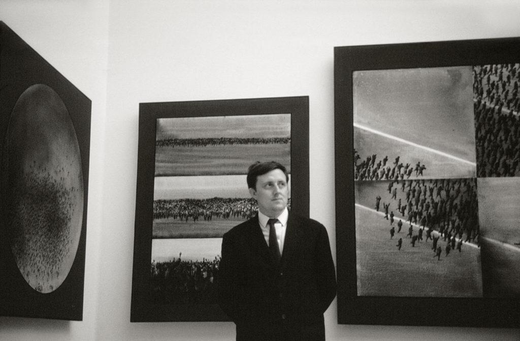 Juan Genovés a la Biennal de Venècia de 1966, on va rebre la Menció d'Honor del Jurat.