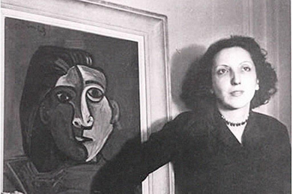 Susana Soca amb el seu retrat realitzat per Picasso. Foto: Wikipedia.
