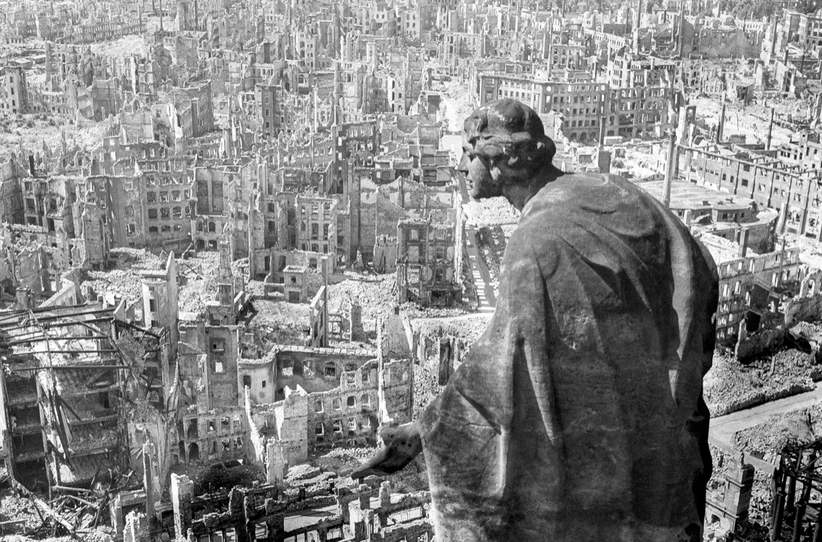 Dresden anorreat per bombes incendiàries, febrer 1945. Foto: Richard Peter.