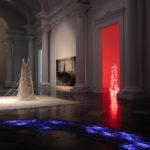 Vista de la Sala Farreres amb algunes de les intal·lacions de Maribel Domènech | Foto CCCC