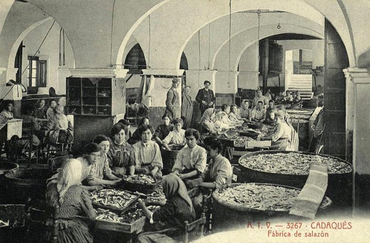 Fotografia de la fàbrica d'anxoves de Cadaqués al carrer Hort d'en Sanés.