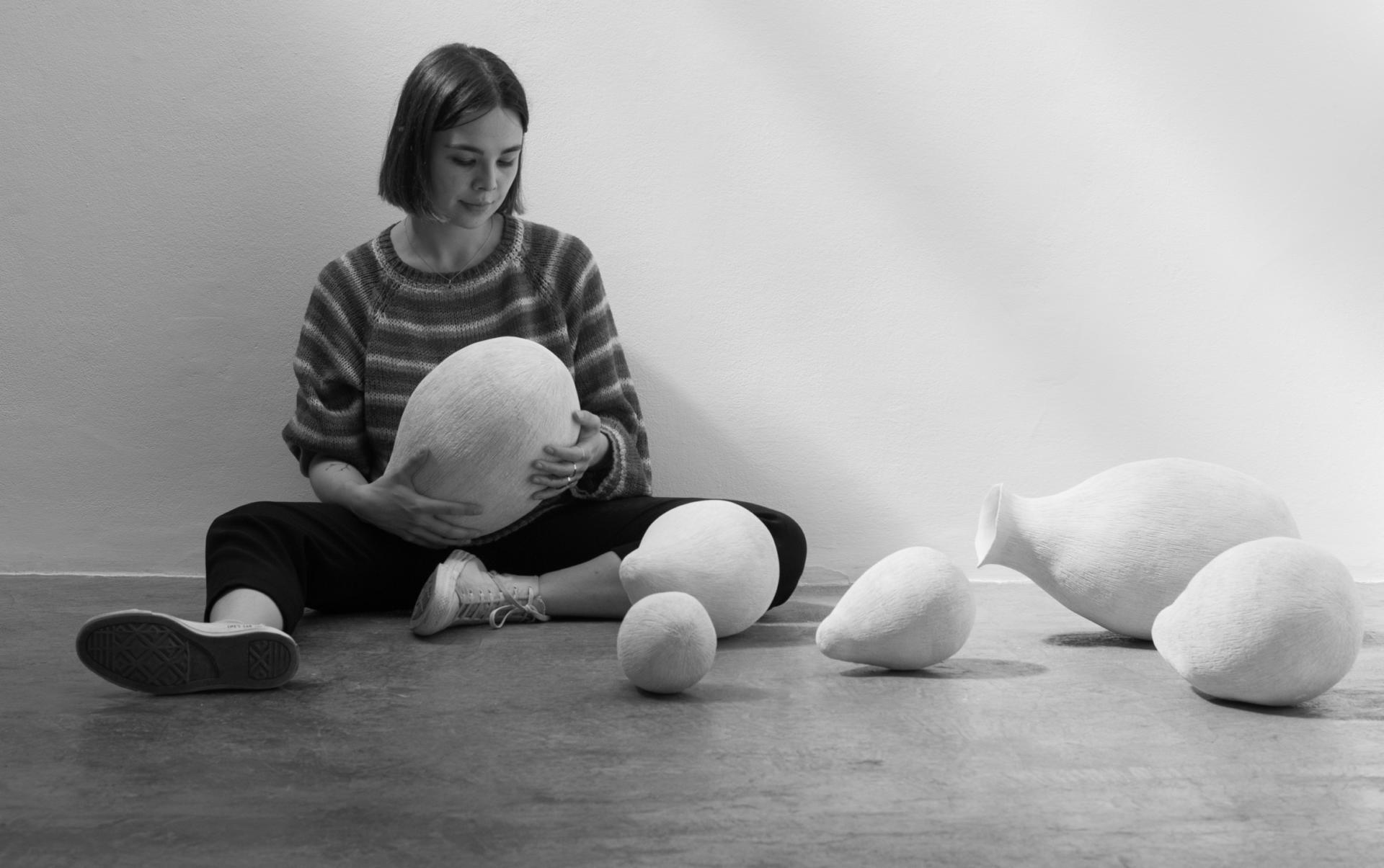 """L'artista Emma Llorente. Exposició"""" Recers"""". Galeria H2O."""