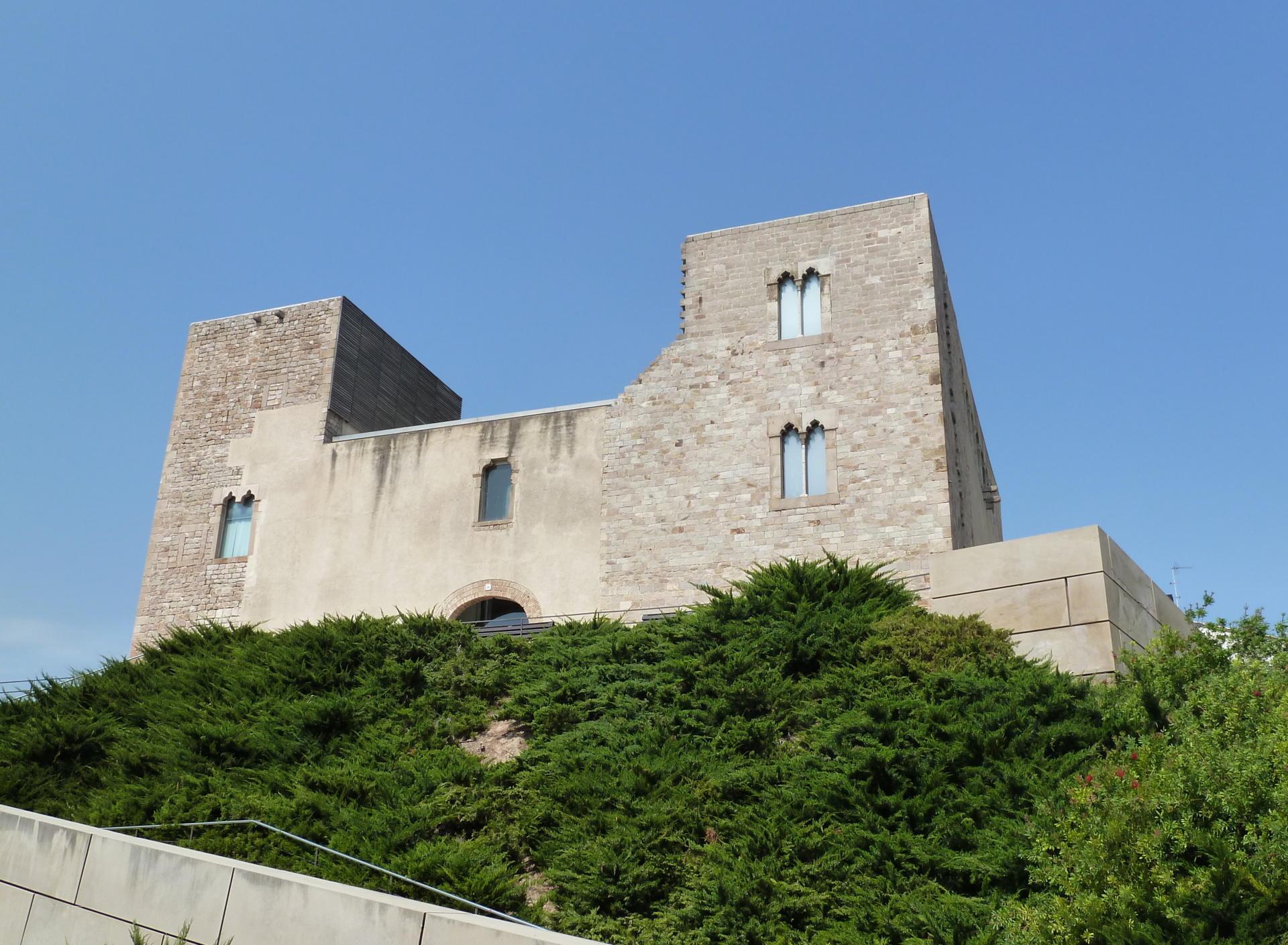 El Castell de Cornellà de Llobregat. Font: Wikimedia Commons, Deosringas.
