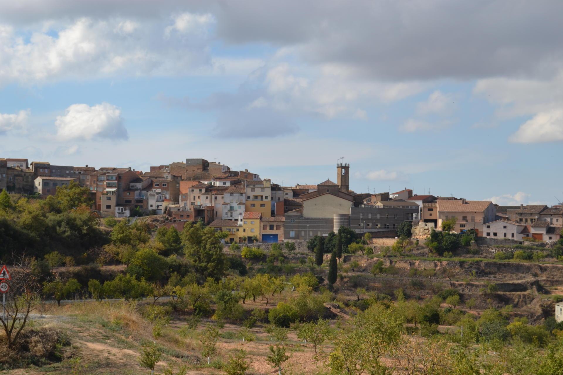 Vista de Juncosa de les Garrigues, mig del món segons la llegenda. Font: Wikimedia Commons