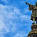 L'estàtua de Colom assenyalant l'Eixample marítim.