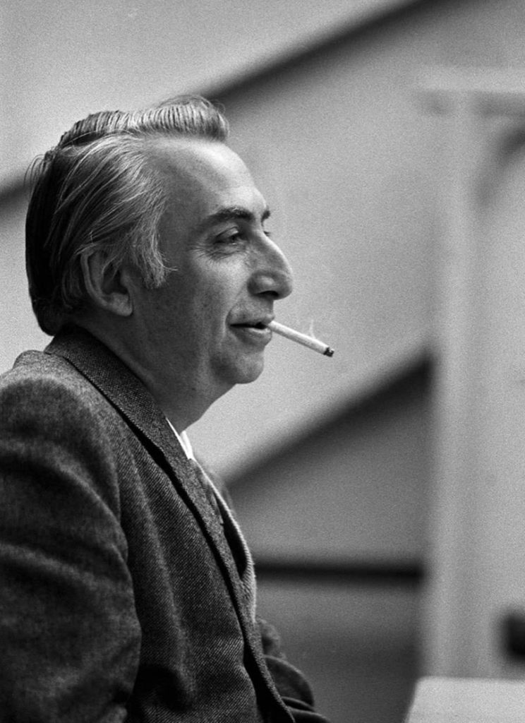 Roland Barthes, pensador seminal del segle XX, va atorgar un paper imprescindible a la interpretació de les obres, amb un paper secundari de l'autoria respecte d'aquesta. Fotografia: Sophie Bassouls. Font: gatopardo.com.