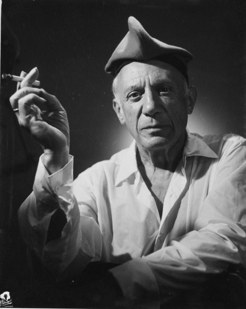 Picasso amb barretina. Perpinyà, agost de 1954. Fotografia de Raymond Fabre, Studio Visages. Col·lecció del Museu d'Art Jacint Rigau.