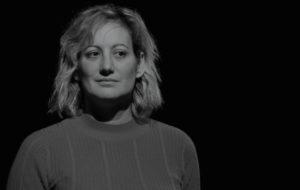 L'actriu Evelyn Arévalo a una escena de l'obra 'Carrer de Txernòbil, Companyia Oblideu-vos de nosaltres, © Oblideu-vos de nosaltres