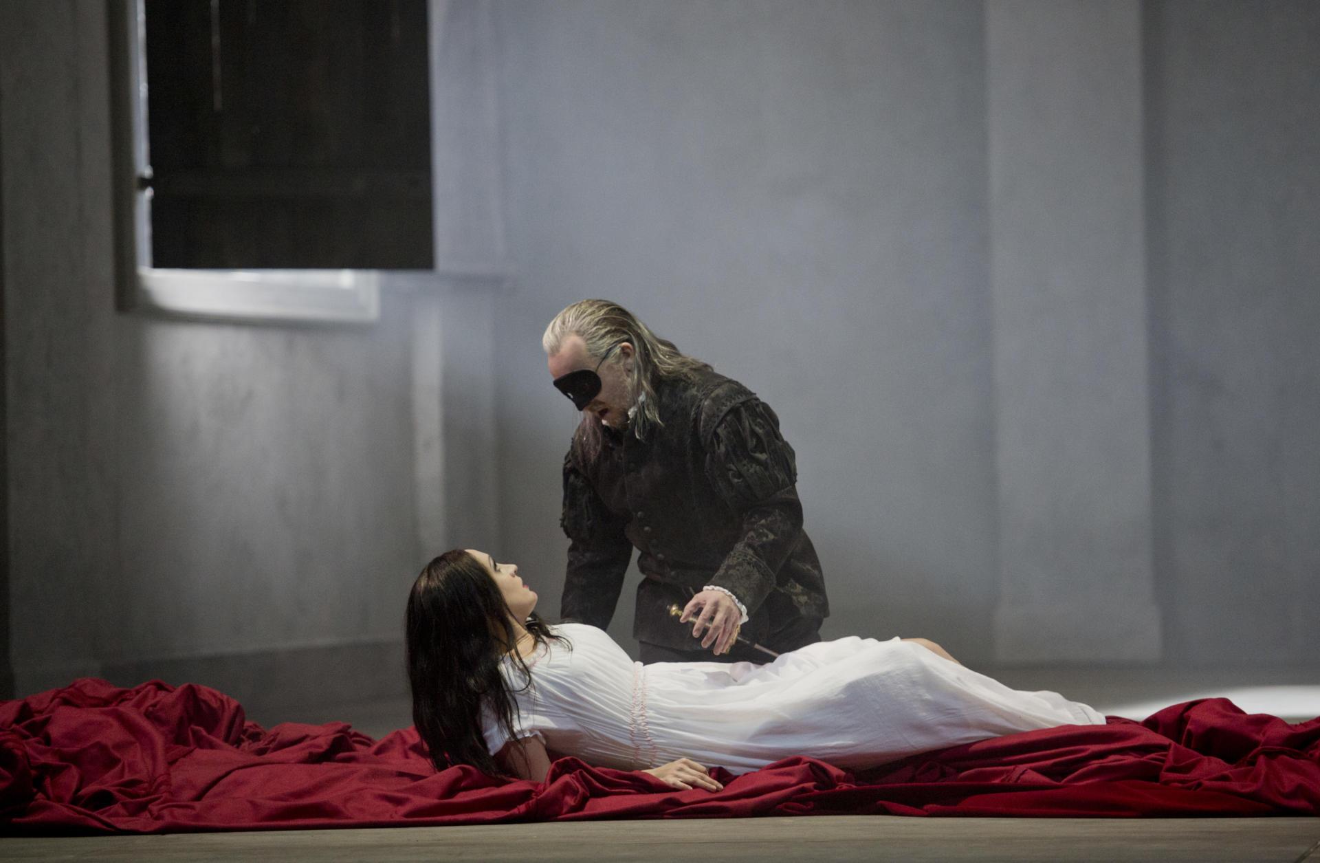 Escena de l'òpera 'Don Giovanni', de Mozart, que obrirà oficialment la temporada el 24 d'octubre. ©Monika Rittershaus