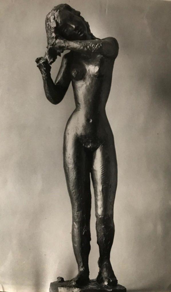 Apel·les Fenosa. Femme se coiffant. Bronze. 1942