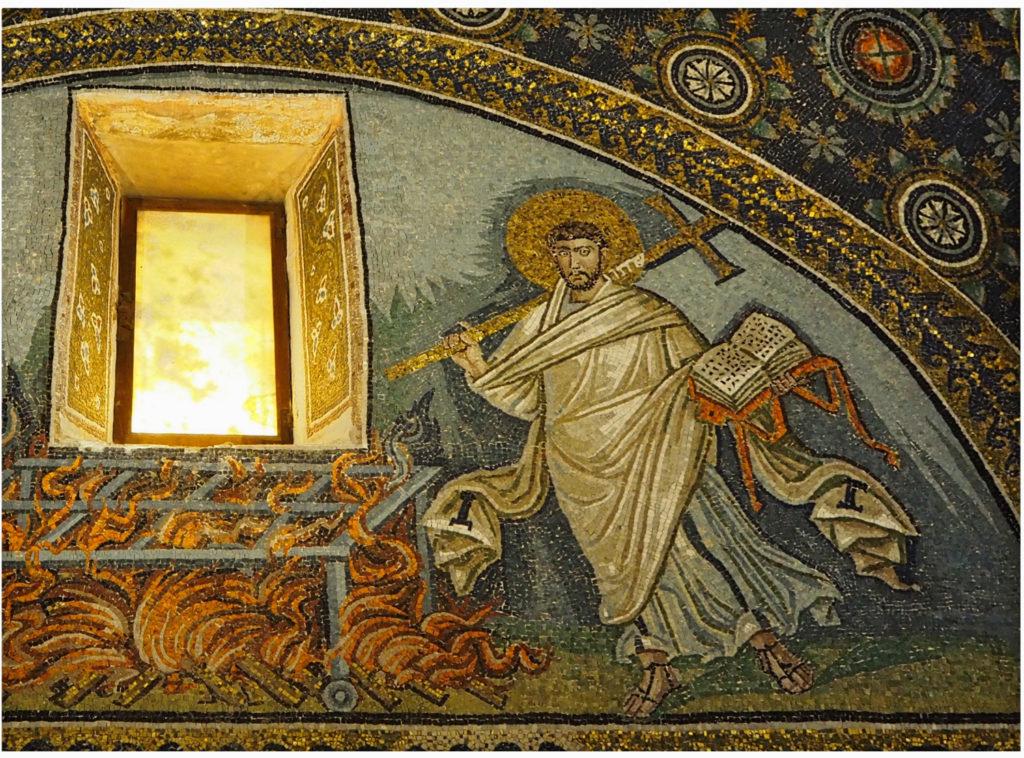 Probablement aquest mosaic -que s'havia atribuït tradicionalment a Sant Llorenç, torturat a la graella- representa Sant Vicent Martir, molt venerat a la Bàrcino de l'època de Gal·la Placídia i que també va ser torturat amb foc. Això explicaria, segons l'historiador de l'art Gillian Mackie, la presència dels evangelis a l'altra banda del foc, ja que Sant Vicent es negà a lliurar-los als seus torturadors // ÀLEX MILIAN