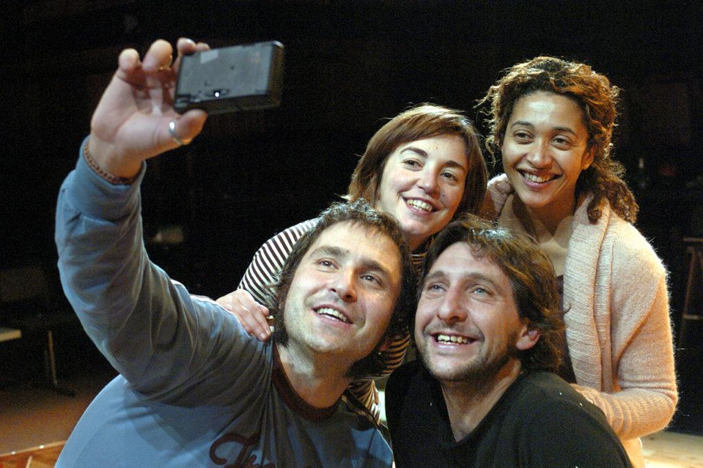 Paul Berrondo, Andrés Herrera, Àgata Roca i Vicenta N'Dongo a 'V.O.S.', estrena al Lliure el 2005. Foto: Ros Ribas