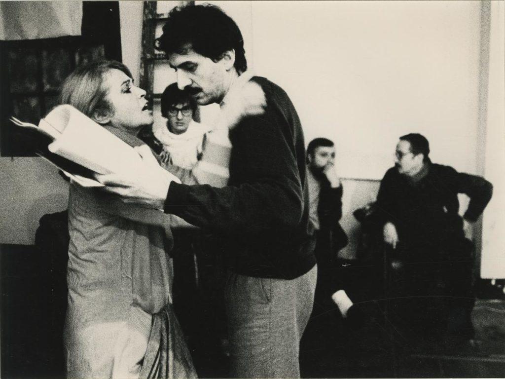 Montserrat Carulla i Josep Maria Benet i Jornet assajant 'Revolta de bruixes', el 1981. Foto: Colina / CDMAE