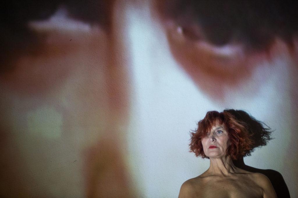 Eva Lyberten a 'Una', una obra de Raquel Cors. Foto: Noemí Elias Bascuñana