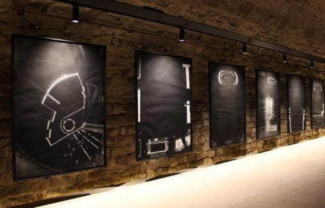 Carbonat de calci i ossos calcinats, l'obra negra de Frederic Amat