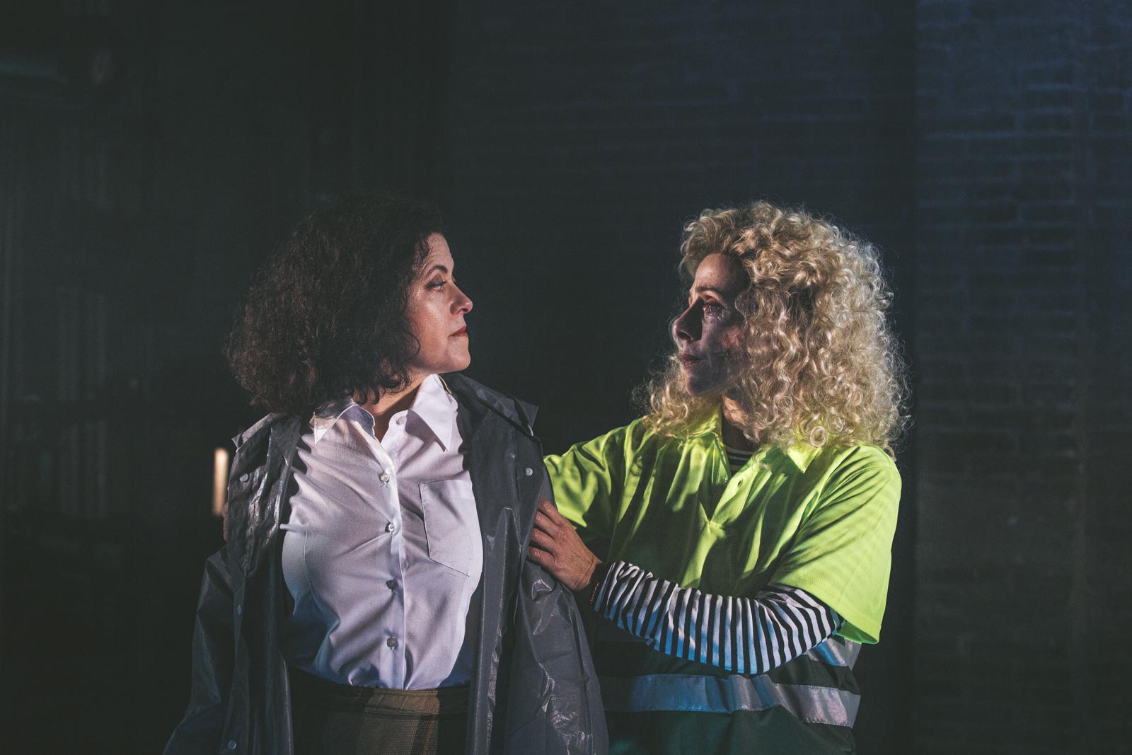 Màrcia Cisteró i Antònia Jaume protagonitzen 'El jardí' a la Sala Beckett. Foto: Pere Cots