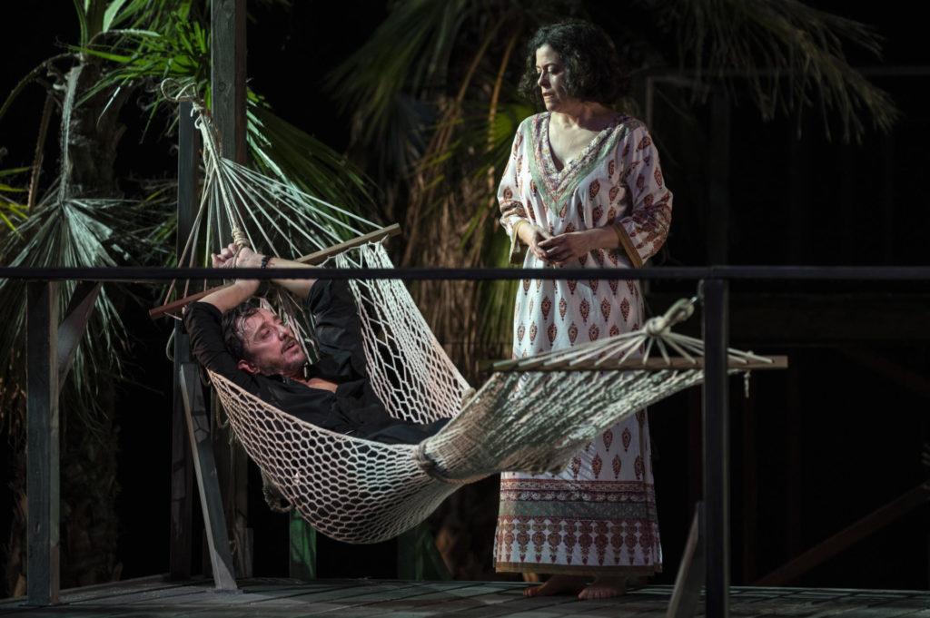 Joan Carreras i Màrcia Cisteró a 'La nit de la iguana'. Foto: May Zircus/TNC