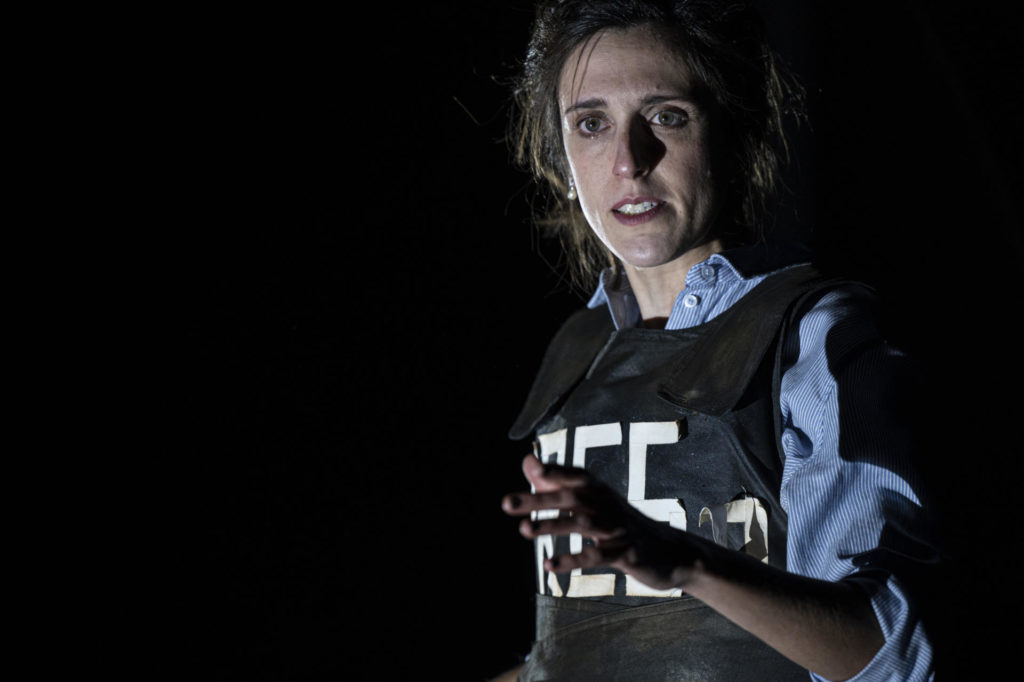 Laura Aubert fent 'Testimoni de guerra' al TNC. Foto: May Zircus/TNC