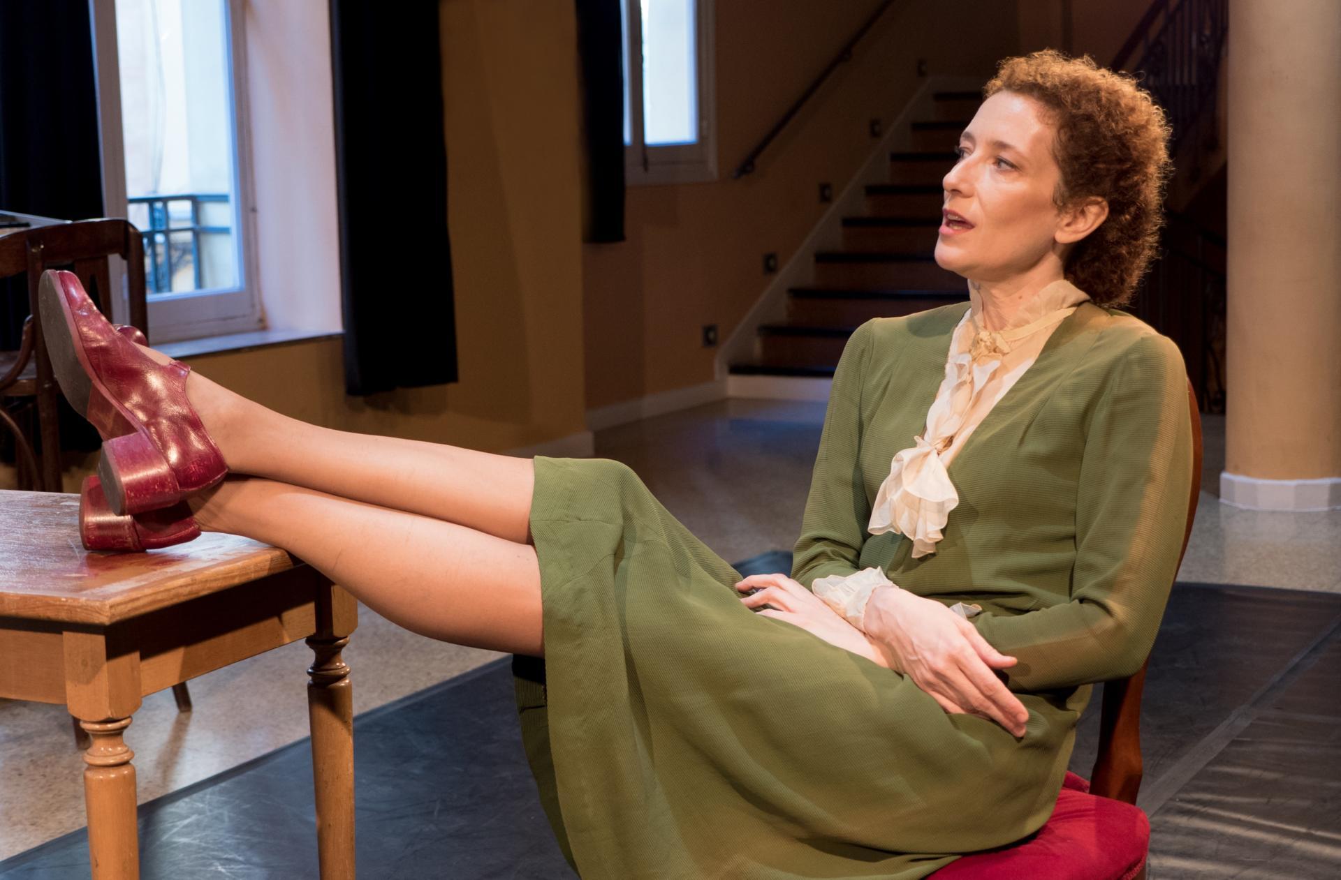 Clara Sanchis protagonitza 'Una habitación propia' a la Sala Beckett. Foto: Isabel de Ocampo i Diego Ruiz