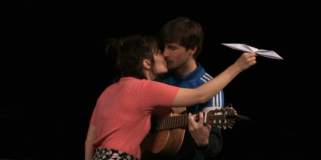 Roser Vilajosana i Nao Albet fent 'La gavina'. Foto: Heartbreak Hotel