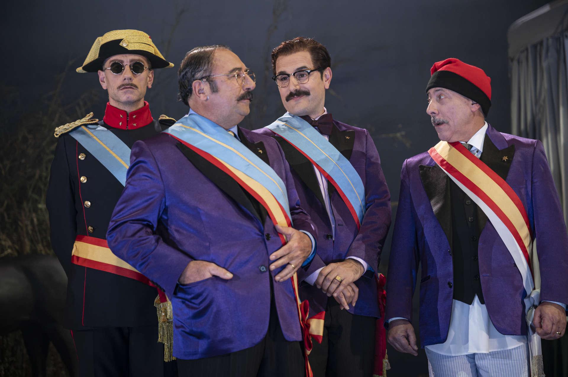 'Lhèroe', amb dotze actors, va pujar a escena al Nacional a principi de temporada. Foto: May Zircus/TNC