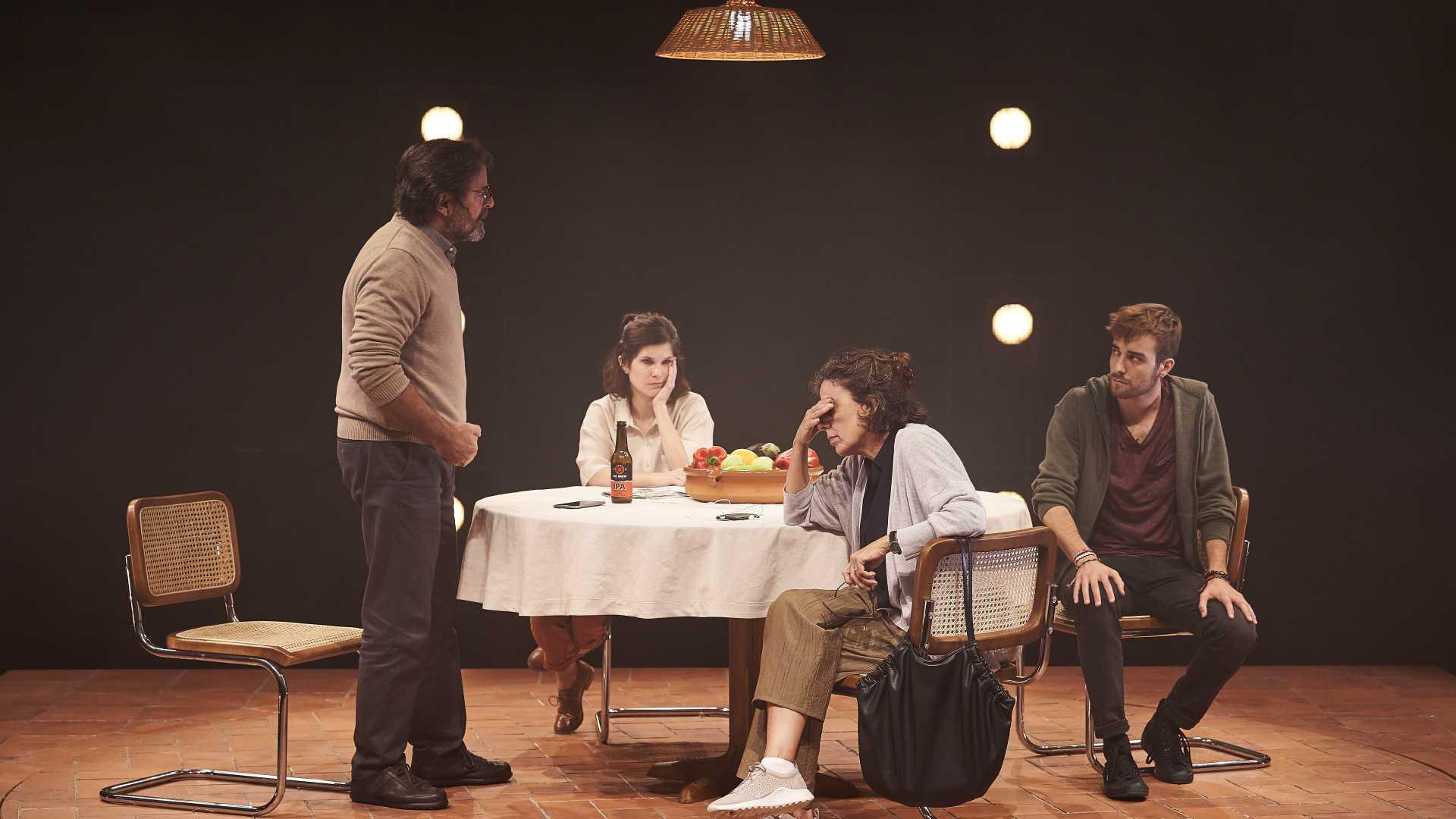 Abel Folk, Marta Ossó, Míriam Iscla i Francesc Cuéllar protagonitzen 'Alguns dies d'ahir'. Foto: David Ruano
