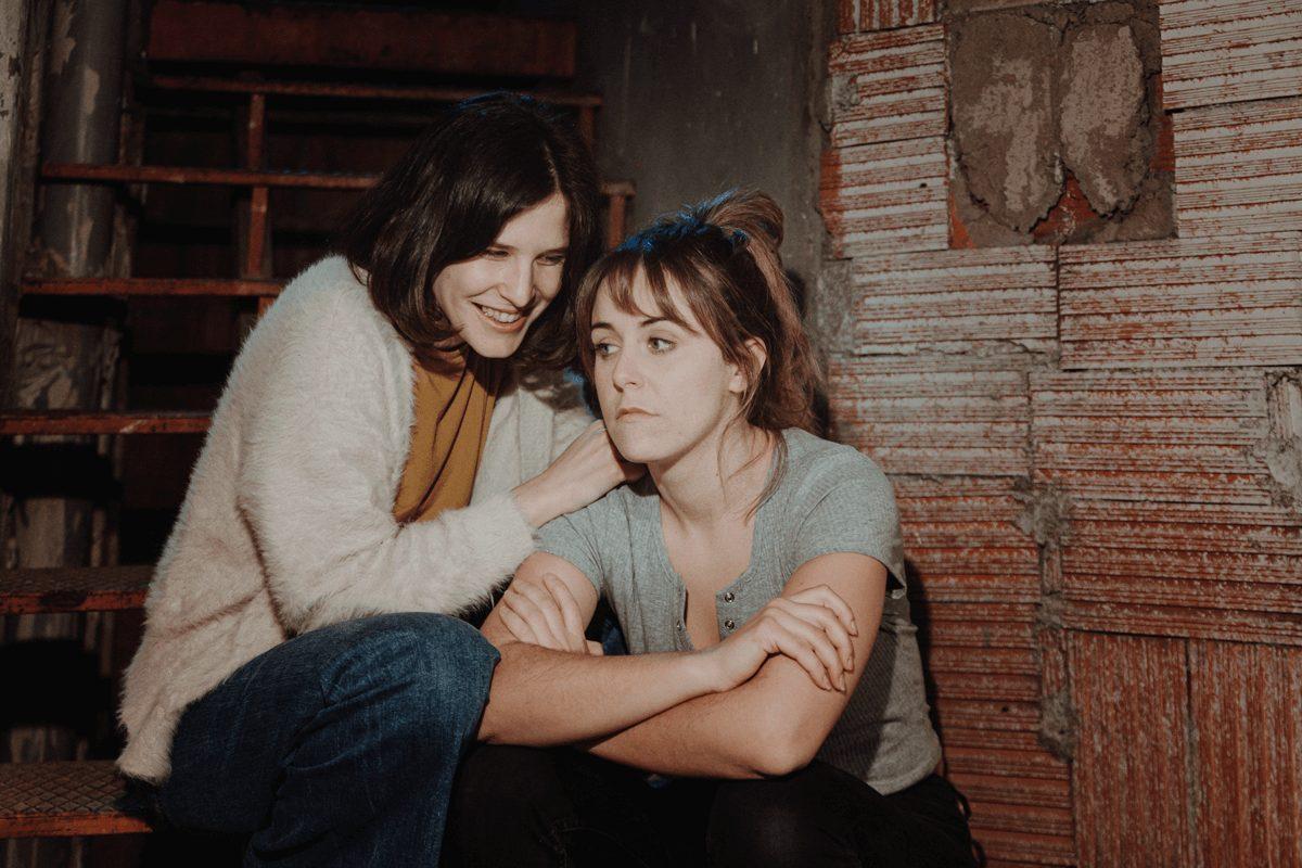 Marta Ossó i Laura Daza a 'La meva violència', de la companyia Produït per H.I.I.I.T. Foto: Sílvia Poch